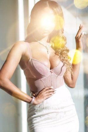 Laurente outcall escort in Highland Park NJ